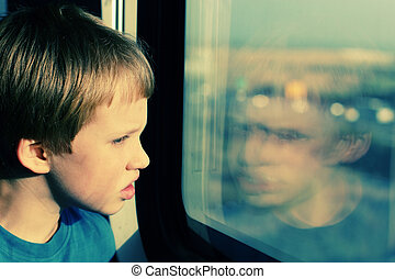 regarder, garçon, fenêtre, par