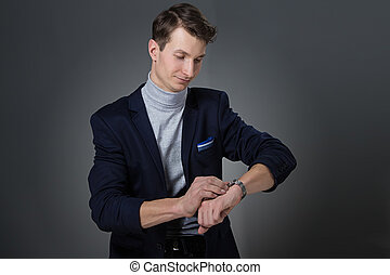 regarder, homme affaires, sien, montre