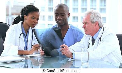 regarder, interne, médecins, rayon x, sérieux