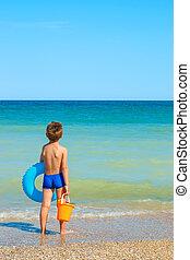 regarder, jouets, mer, enfant