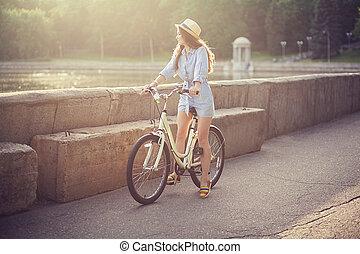 regarder loin, vélo, girl