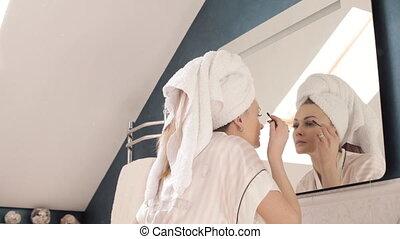 regarder, manteau, girl, serviette, brunette, miroir.