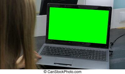 regarder, ordinateur portable, femme, vert, écran