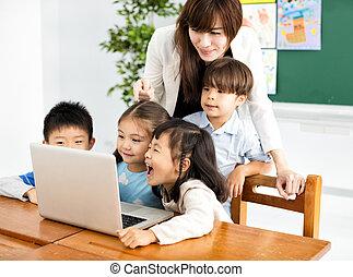 regarder, ordinateur portable, prof, enfants
