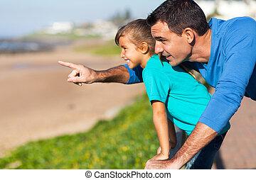 regarder, père, peu, fille, océan