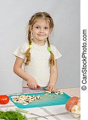 regarder, peu, couper,  stands, cadre, champignons, couteau,  girl,  table, sourire, cuisine