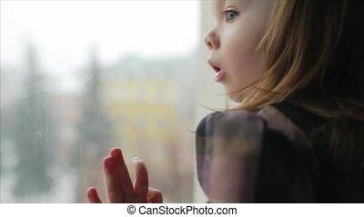 regarder, peu, fenêtre, girl