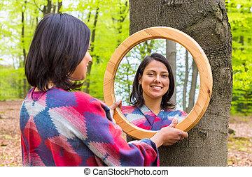 regarder, printemps, femme, forêt, miroir