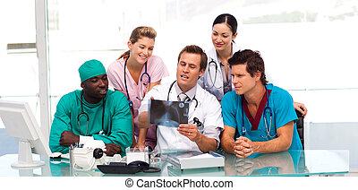 regarder, radiographie médicale, équipe