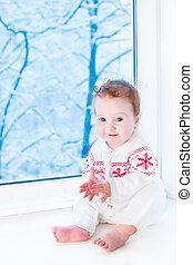 regarder, séance, tre, neige, fenêtre, bébé, couvert, sourire heureux
