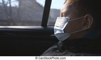 regarder, sécurité, monde médical, pendant, petit enfant, usure, coronavirus, voiture, fenêtre., santé, pandémie, voyager, virus, vie, ride., masque, protecteur, triste, figure, par, concept, garçon