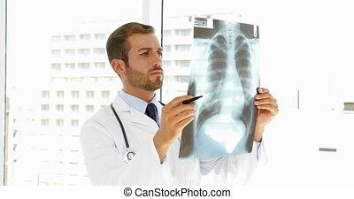 regarder, sérieux, docteur, xray