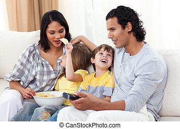 regarder, sofa, tv, joyeux, famille