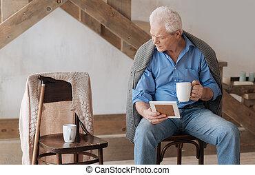 regarder, sombre, chaise, vieilli, lui, homme