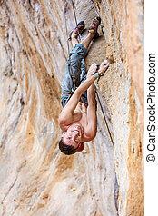 regarder, sourire, rocher, haut, grimpeur