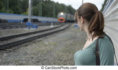 regarder, train, femme, jeune