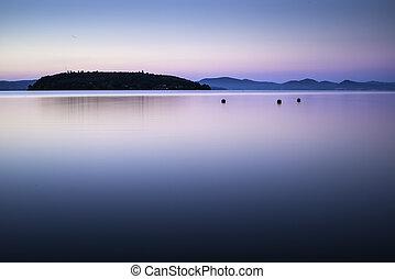 reggel, képben látható, a, tengerpart, közül, egy, hegy tó