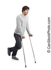 rehabilitación, de, un, adulto, hombre caminar, con, muletas