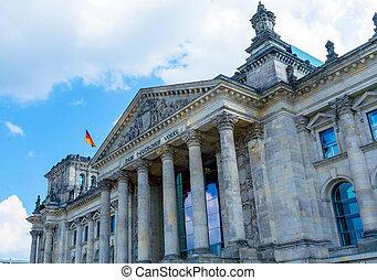 reichstag, edificio, y, bandera alemana, berlín