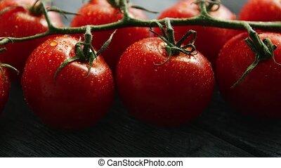 reif, kirsch tomaten, mit, tropfen, auf, zweig