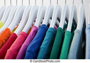 reihe, bunte, arrangiert, t-shirts
