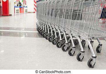 reihe, von, leerer , karren, in, der, supermarkt