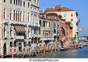 Reinaissance buildings in Venice