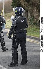 reino unido, policías, en, alboroto, engranaje