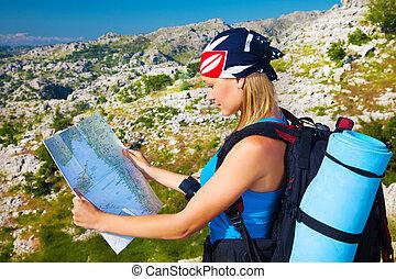 reisen, woman, aussieht, in, landkarte