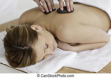 reizend, frau, therapeut, machen, massage, blond-haired