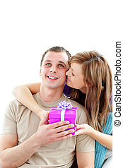 reizend, seine, geben, attraktive, freundin, geschenk, freund