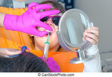 reizend, wenig, sonnenbrille, bekommen, sitzen, zahnarzt, behandlung, m�dchen, stuhl