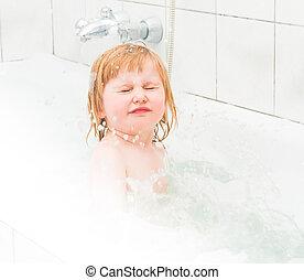 reizend, zwei jahr alt, baby, badet, in, a, bad, mit, schaum