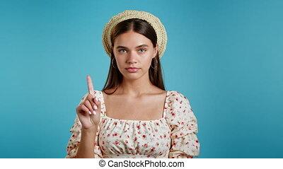 rejeter, non, arrière-plan., femme, signe, faire, dame, bleu, désapprouver, ne pas être d'accord, portrait, gesture., nier, doigt, beau, négation