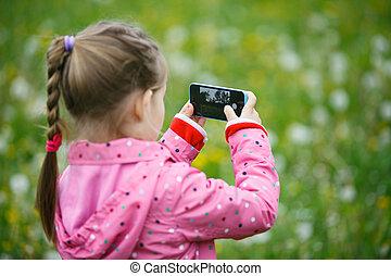 rekonesansowy, mały, smartphone, jej, natura, dziewczyna