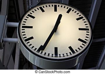 relógio, em, céu, treine estação