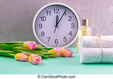 relógio, tulips, três, corporal, experiência., branca, conceito, turquesa, bonito, tempo, preparar, treatments., saúde, ramo, toalhas, spa