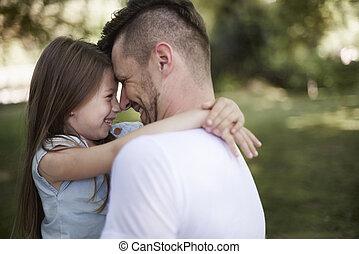 relação, entre, filha, e, pai, é, muito, forte