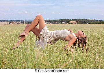 relajación, mujer, flotar, en, campo