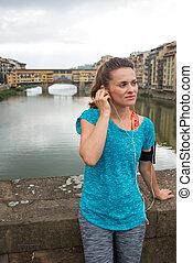 relajado, condición física, mujer, escuchar, mp3, delante de, ponte vecchio