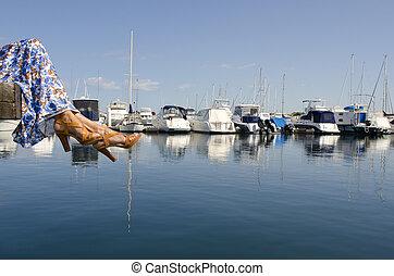 relajado, mujer madura, en, puerto deportivo