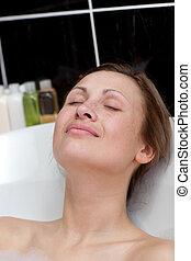relajado, mujer, teniendo, baño