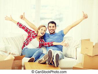 relajante, sofá, pareja, nuevo hogar, sonriente