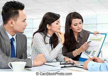 relatório, mulher, apresentando, negócio