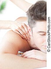 relaxado, desfrutando, costas, homem, massagem