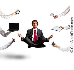 relaxado, homem negócios, que, faz, ioga, durante, a, trabalho