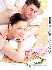 relaxado, jovem, costas, recebendo, par, massagem