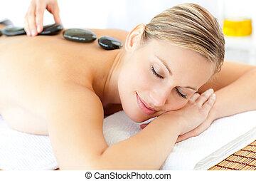 relaxado, mulher, ter uma massagem