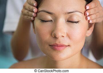 relaxado, obtendo, massagem cabeça, morena