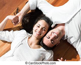 relaxado, par jovem, casa